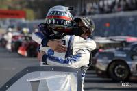 優勝したリアライズ日産自動車大学校 GT-Rのドライバー