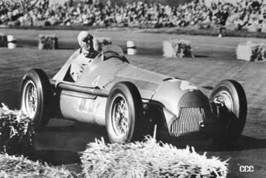 1950年のイギリスGPで優勝したジュゼッペ・ファリーナ(引用:Museo Storico Alfa Romeo)