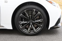 LS500hFスポーツ フロントタイヤ