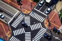 スクランブル交差点以外は歩行者用信号全青でも斜め横断禁止!自転車はどう走る?歩車分離式信号機の正しい通行ルール - scramble