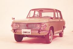 1964年発売の初代ファミリアセダン