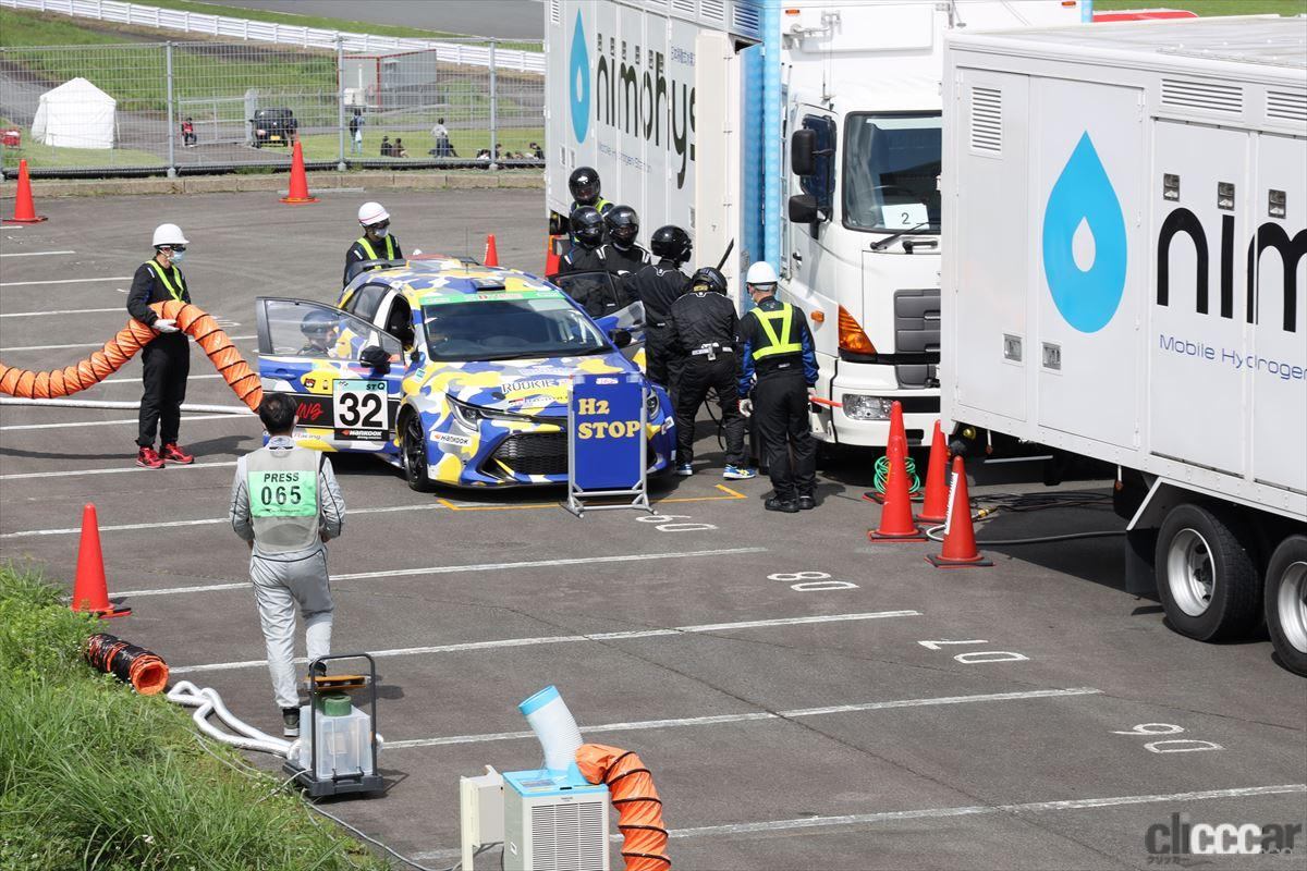 「水素エンジン、斯く戦えり。世界初の水素エンジンレーシングカーでトヨタの社長がレースを走った【スーパー耐久2021】」の22枚目の画像