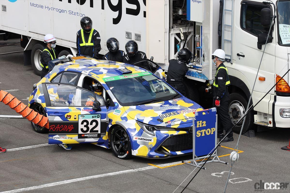 「水素エンジン、斯く戦えり。世界初の水素エンジンレーシングカーでトヨタの社長がレースを走った【スーパー耐久2021】」の23枚目の画像