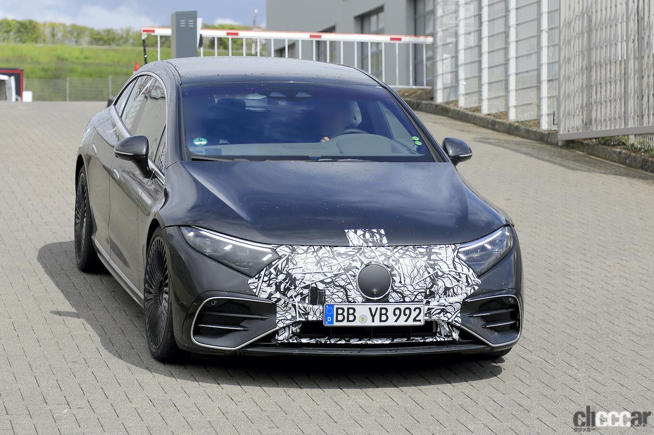 「メルセデス・ベンツの最速EVセダン「AMG EQS」、ついに市販型デザイン露出!」の1枚目の画像