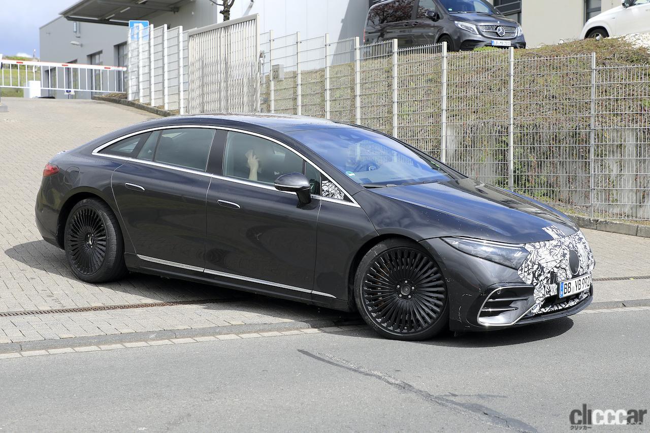「メルセデス・ベンツの最速EVセダン「AMG EQS」、ついに市販型デザイン露出!」の4枚目の画像