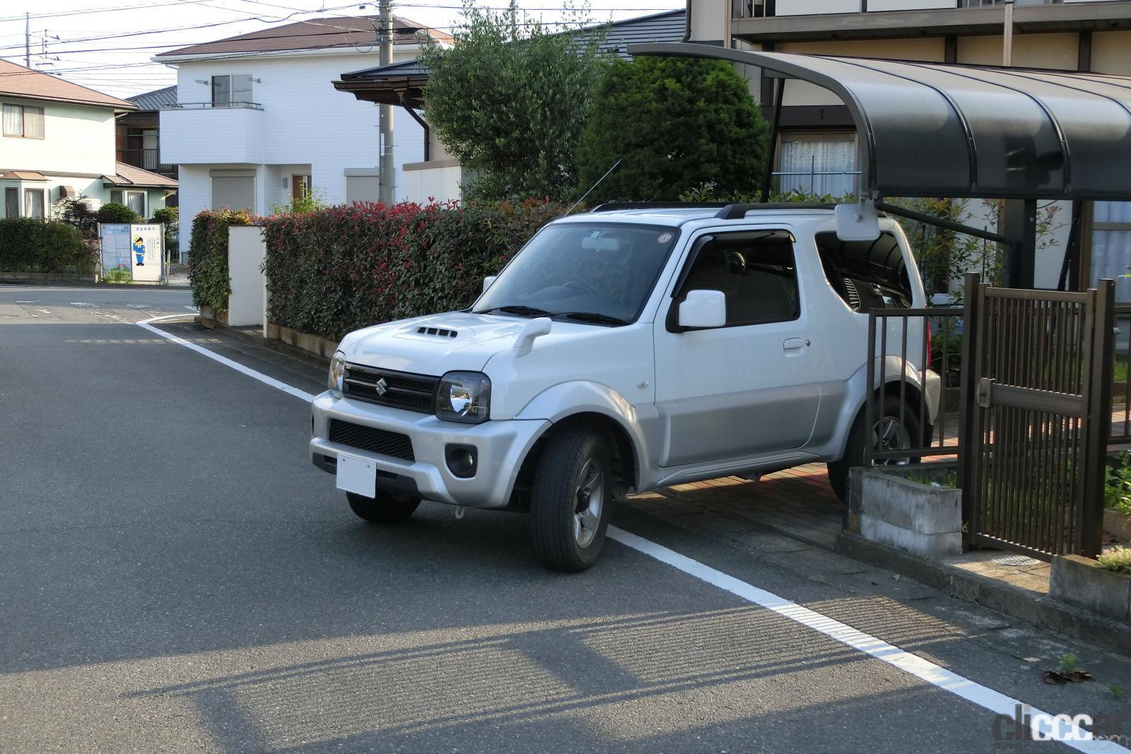 バック駐車・車庫入れで簡単にまっすぐスマートに決めるコツは目線とハンドル操作