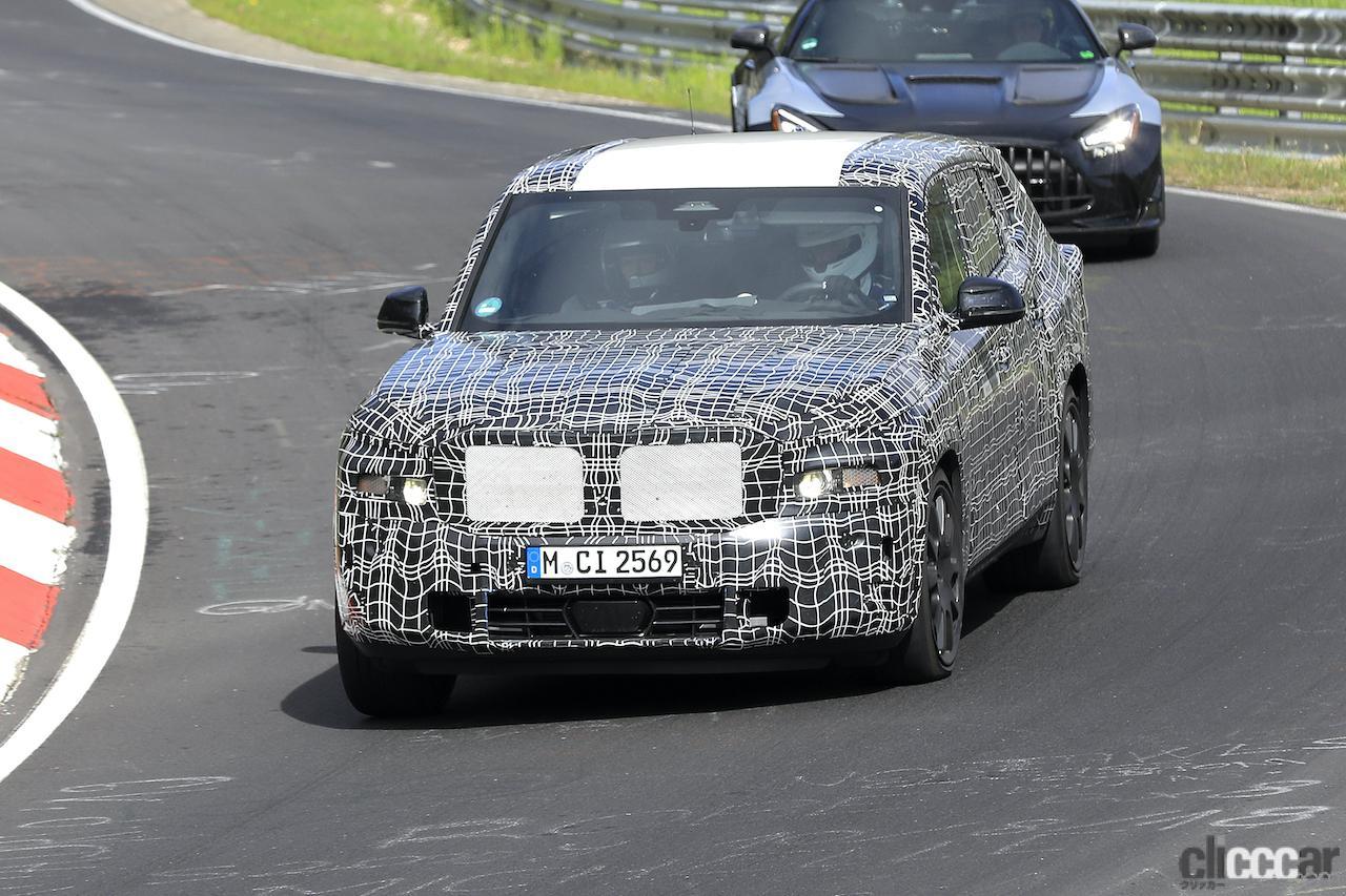 「BMW史上最強SUV誕生へ。750馬力オーバー「X8 M」市販型、ニュルを疾走!」の1枚目の画像