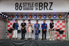 レーシングドライバー佐々木雅弘選手と井口卓人選手