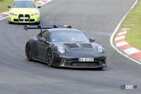 ポルシェ911 GT3 RS、おまえもか!? 次期型プロトタイプに謎の充電口を発見? - Spy shot of secretly tested future car
