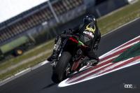 レース直系のド派手な翼を手に入れた! アプリリアのスーパースポーツ「RSV4ファクトリー」に2021年モデル登場 - 10-rsv4-max-biaggi