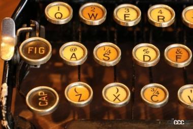 初期のタイプライタキーボード