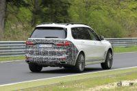 ツインヘッドライトの予感!? BMW X7改良型のテスト車両がニュルを疾走 - Spy shot of secretly tested future car