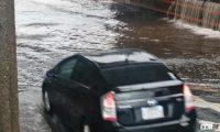 運転中にゲリラ豪雨! 大雨で起こる大規模災害でクルマの水没リスクを避ける対処法とは? - Car flooding_02