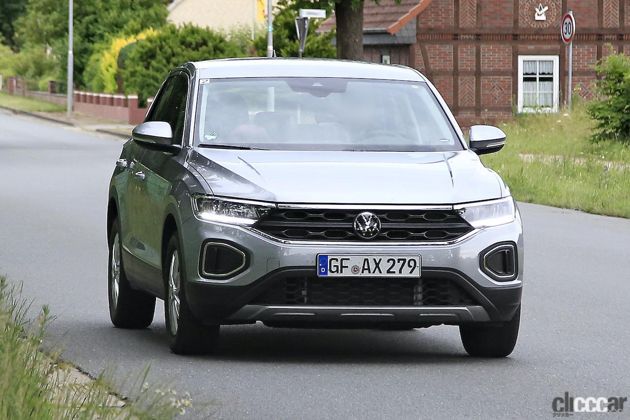 「フロントフェイスを刷新!VW T-Roc改良型プロトタイプをキャッチ」の1枚目の画像