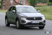 フロントフェイスを刷新!VW T-Roc改良型プロトタイプをキャッチ - Spy shot of secretly tested future car