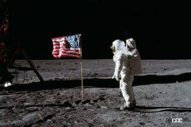 月面の星条旗とオルドリン操縦士
