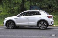 「R Line」も初出現!VW T-Roc改良新型、最強「R」とはここが違う! - Spy shot of secretly tested future car