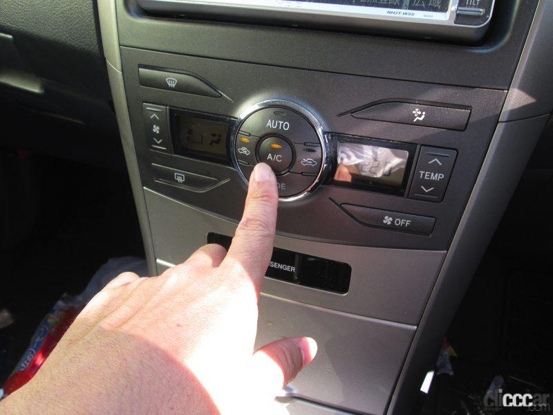 夏にすぐ車内を冷やすエアコンの正しい使い方