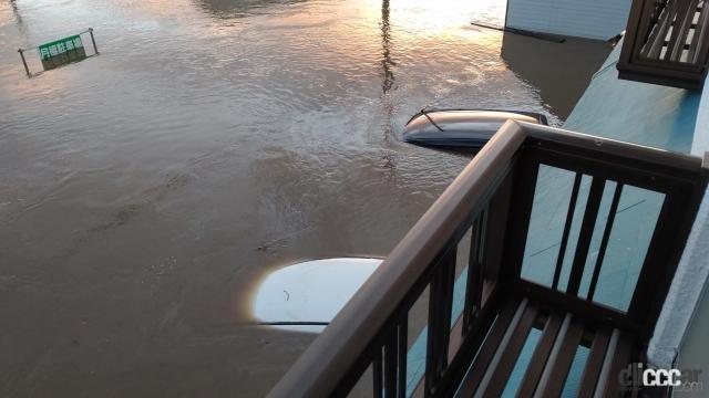 「ゲリラ豪雨(局地的大雨)でクルマが水没した損害は自動車保険・車両保険で補償されるか? 調べてみた!」の2枚目の画像
