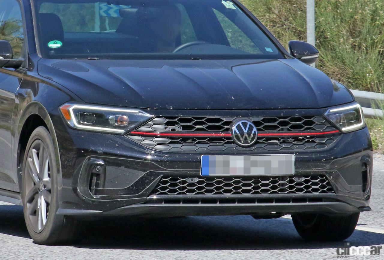 「VWゴルフ GTIのセダン版「ジェッタ GLI」改良型を初スクープ!」の3枚目の画像
