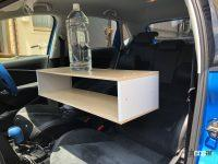 灼熱の炎天下のクルマで、車内を家具DIYに活用してみたら意外とうまくいった! - バランスをキープするのが意外と難しかった