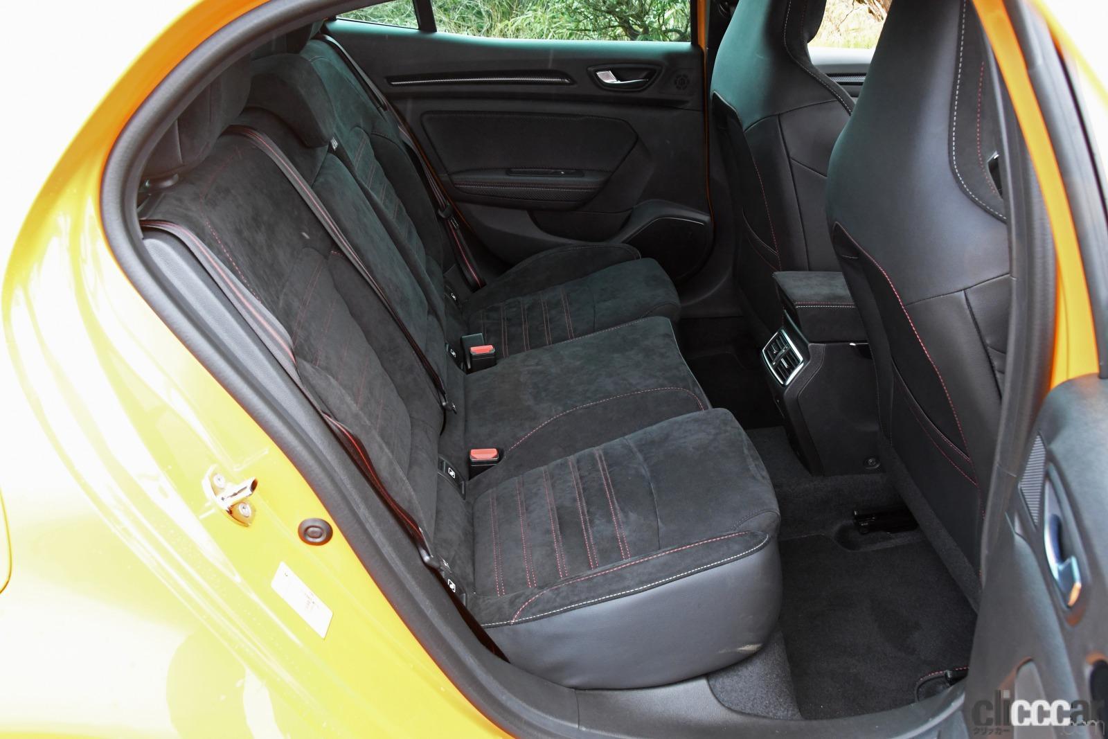「ルノー・メガーヌR.S.は500万円を切る価格で手に入る高性能スポーツカーだった!」の8枚目の画像