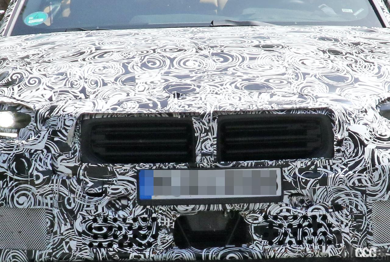 「新型BMW・M2、専用グリルが初露出。登場は2022年後半?」の4枚目の画像