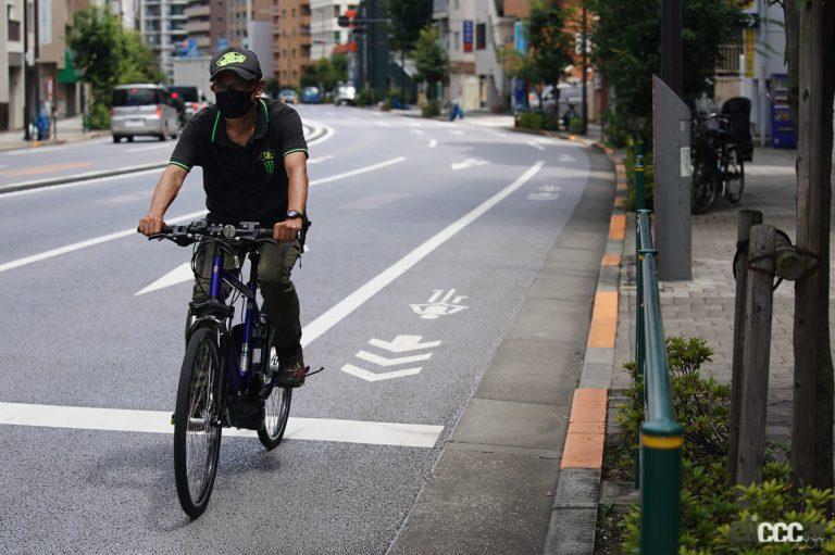 道路にある自転車マークや矢印の意味とは