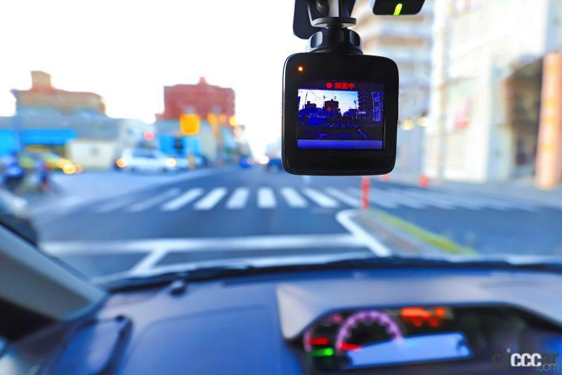 ドライブレコーダー選びで重視するのは価格