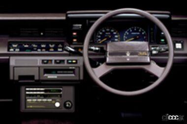 7代目クラウンの運転席、憧れるクルマに相応しい豪華さと快適さを備えている