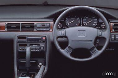 1989年発売のアコード・インスパイアの運転席、シンプルで落ち着いた雰囲気の運転席周り