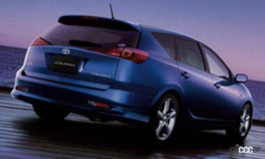 2002年発売の3代目カルディナの後ろ外観、ワゴンとしては異例の大型リアゲート持つ