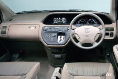 1999年発売のアヴァンシアの運転席、小型のシフトレバーがインパネに装備(インパネシフト)
