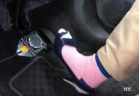 サンダルやハイヒールはなぜ危険か。JAFの実験で分かった履き物が運転に及ぼす驚きの影響とは? - jaf_drive_test_15