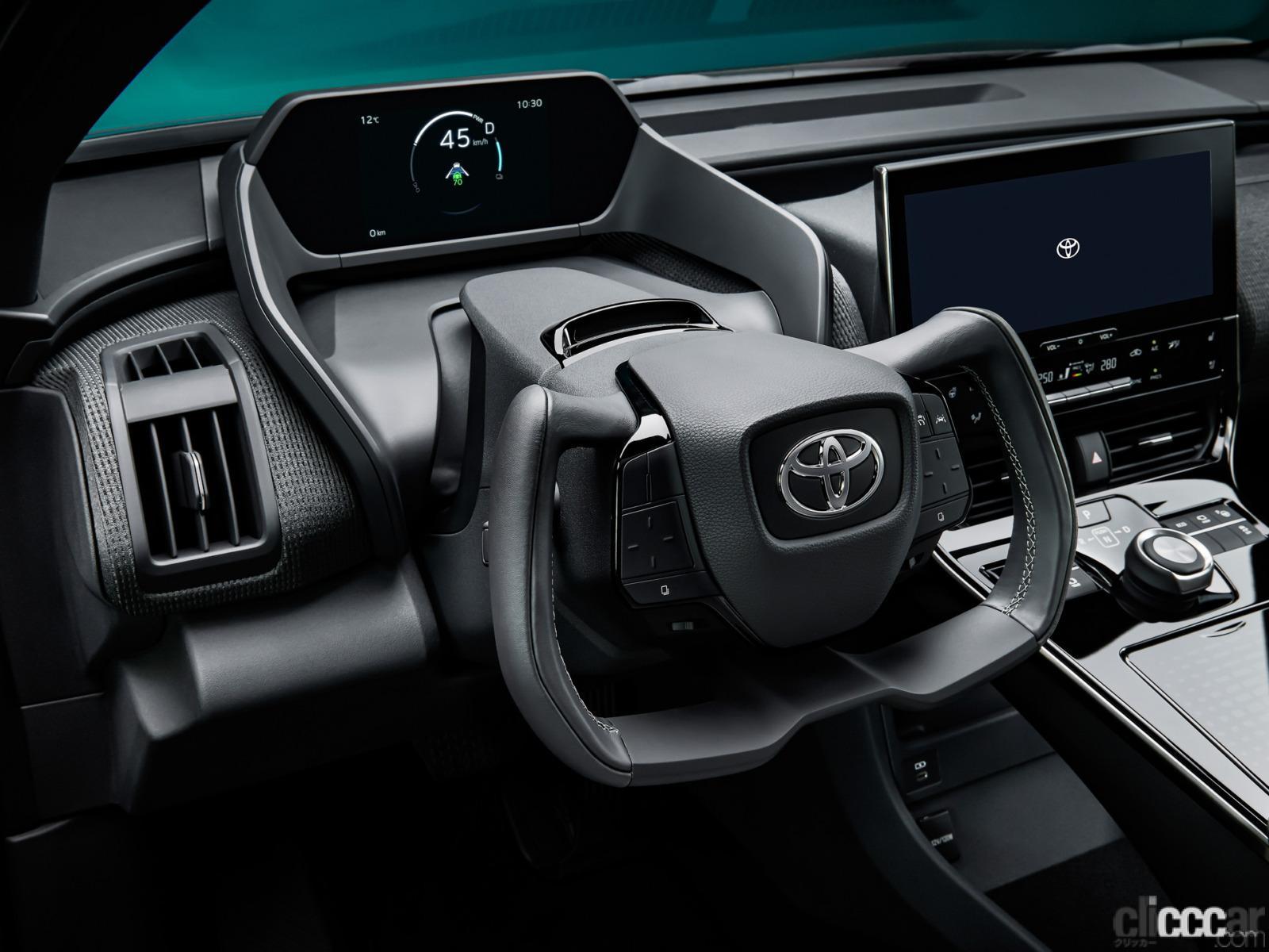 「トヨタ2022年発売の電気自動車「bZ4X」は10年後でも電池容量90%確保!EVのリセールバリューは悪くなくなる【週刊クルマのミライ】」の1枚目の画像