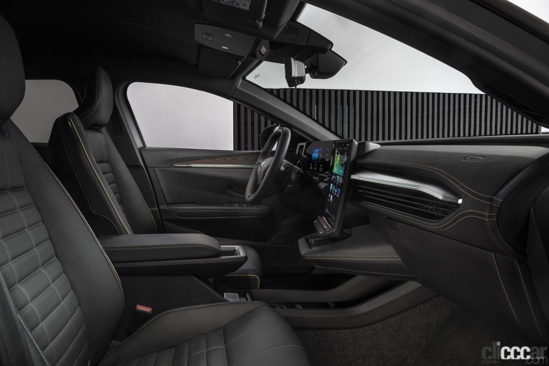 「ルノーの新型「メガーヌ E-Tech エレクトリック」の航続距離は約470km。薄型バッテリーによる理想的なドラポジと室内の広さが魅力!」の9枚目の画像