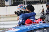 優勝を喜ぶカルソニック IMPUL GT-Rのドライバー