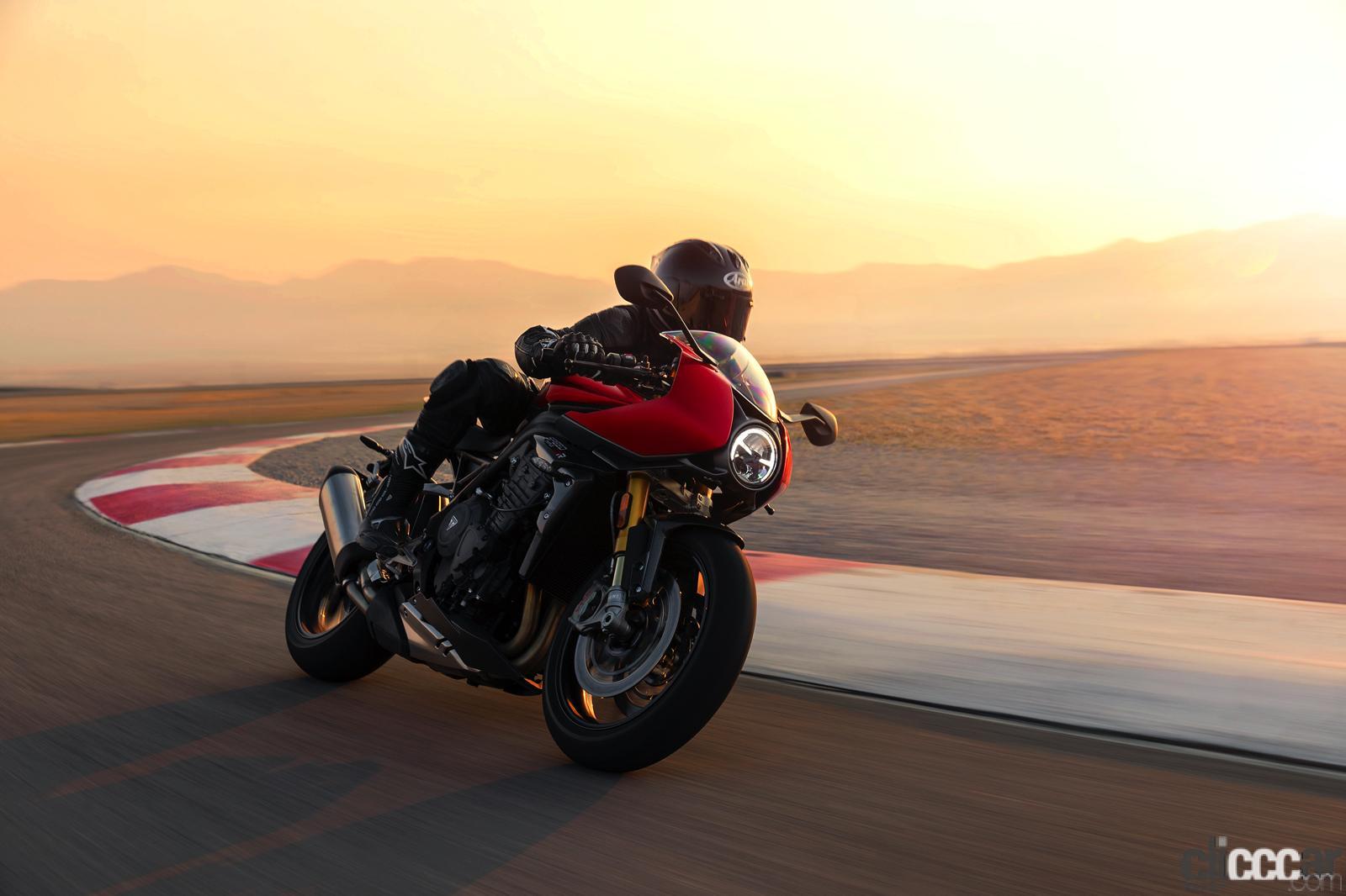 野獣バイクが気品あるカフェレーサーに変身!? 英国トライアンフの新型「スピードトリプル1200RR」登場