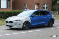 フォード フォーカスはVWゴルフに追いつけるのか? 高性能「ST」モデル改良型を目撃 - Spy shot of secretly tested future car