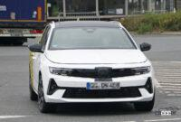 日本市場も狙うオペル アストラ「スポーツツアラー」の開発車両は美しいロングルーフが特徴に? - Opel Astra ST 2