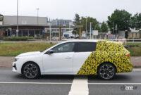 日本市場も狙うオペル アストラ「スポーツツアラー」の開発車両は美しいロングルーフが特徴に? - Opel Astra ST 23 (1)