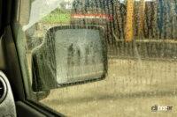 サイドガラスに着く水垢・油膜をクリアにする方法、いったいどうすればいい? - mottled pattern with reproduce raining from inside