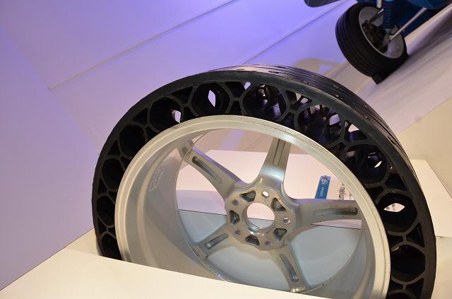 空気のいらないタイヤ(ヨコハマタイヤブース)【東京オートサロン2012】