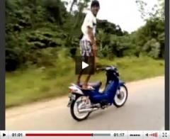 【動画】そんな軽装じゃヤバいっしょ!命知らずのストリートエクストリーム野郎 のパーマリンク
