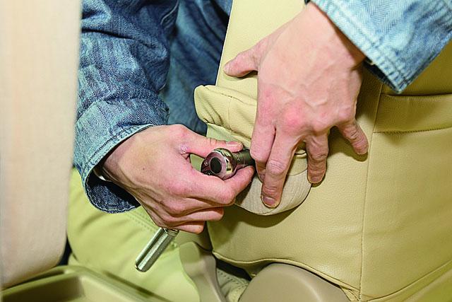 「コツを掴めばカンタン! シートカバーを装着してみよう」の16枚目の画像