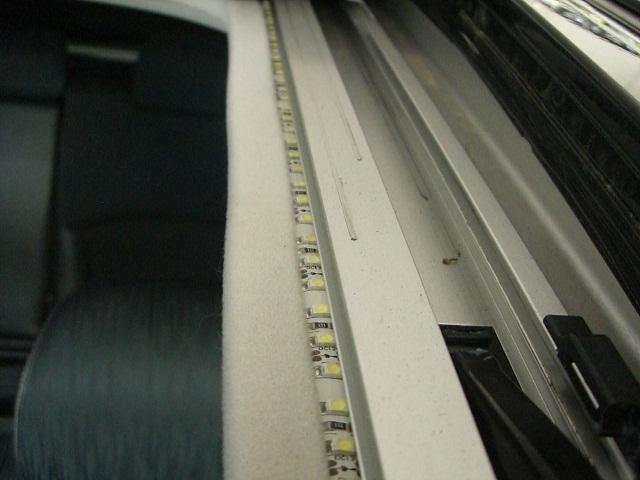 「意外とカンタン!? テープLEDをDIYで取り付けてお手軽ドレスアップ!」の6枚目の画像