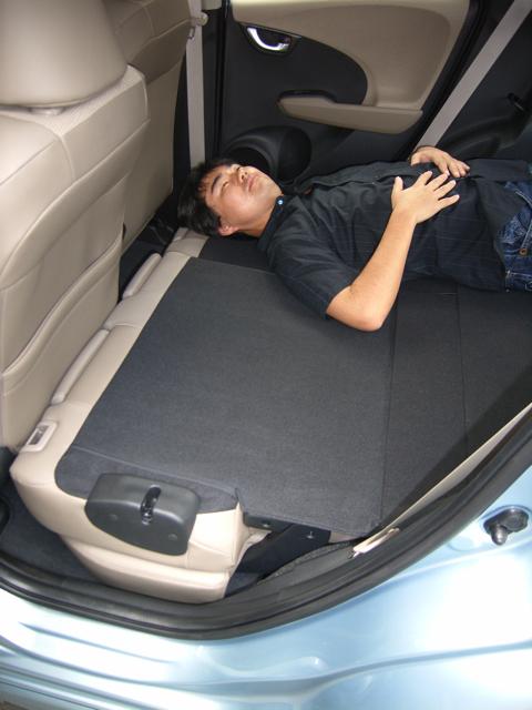 質問:ハイブリッドでも車中泊できますか?【ホンダフィットシャトル試乗(試寝 )】 | フィットシャトル23