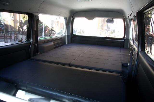 ハイエースの車中泊仕様「モデリスタmrt」にオプションのベッドキット装着車に乗ってみました。 | ハイエースimg